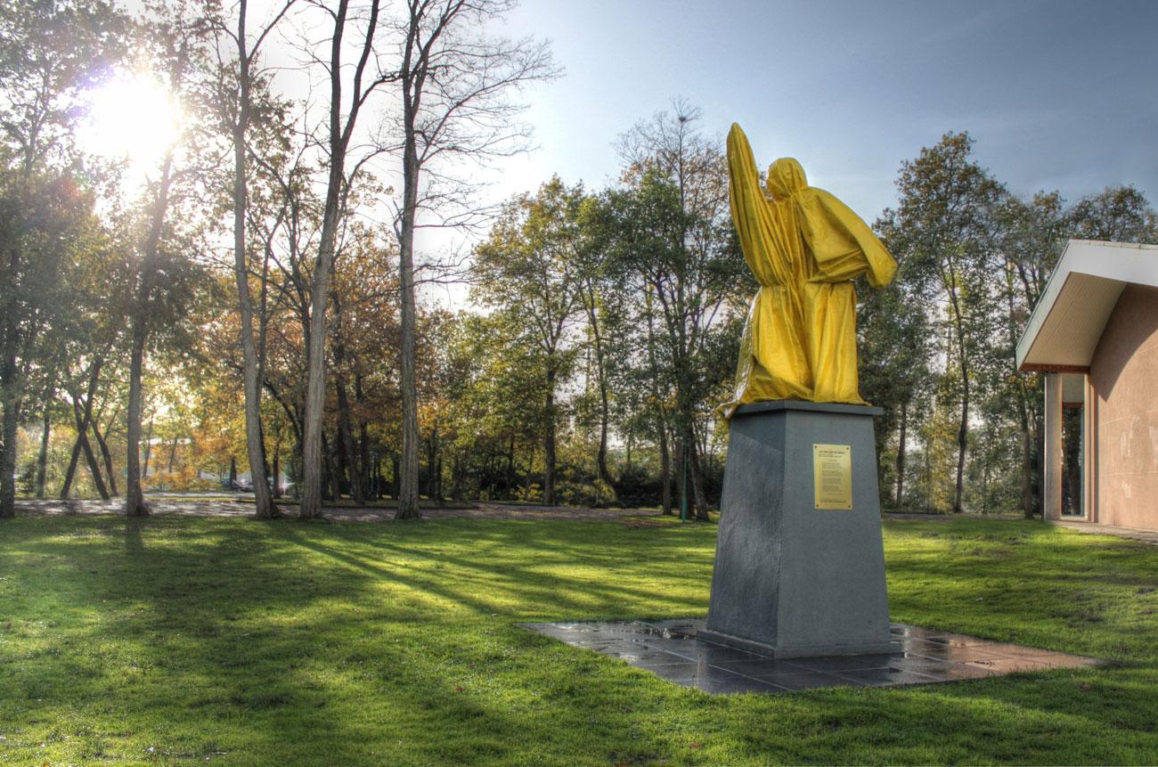 04 — Le vieux père (La statue) Laurent Kropf Biganos, 2011 | programmation: Laurent Le Deunff